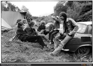 DDR 80ziger Jahre - Jugendliche beim unbeschwerten Party machen