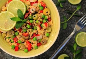 Hirsesalat mit Erbsen und Oliven