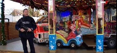 Polizei bewacht karussell
